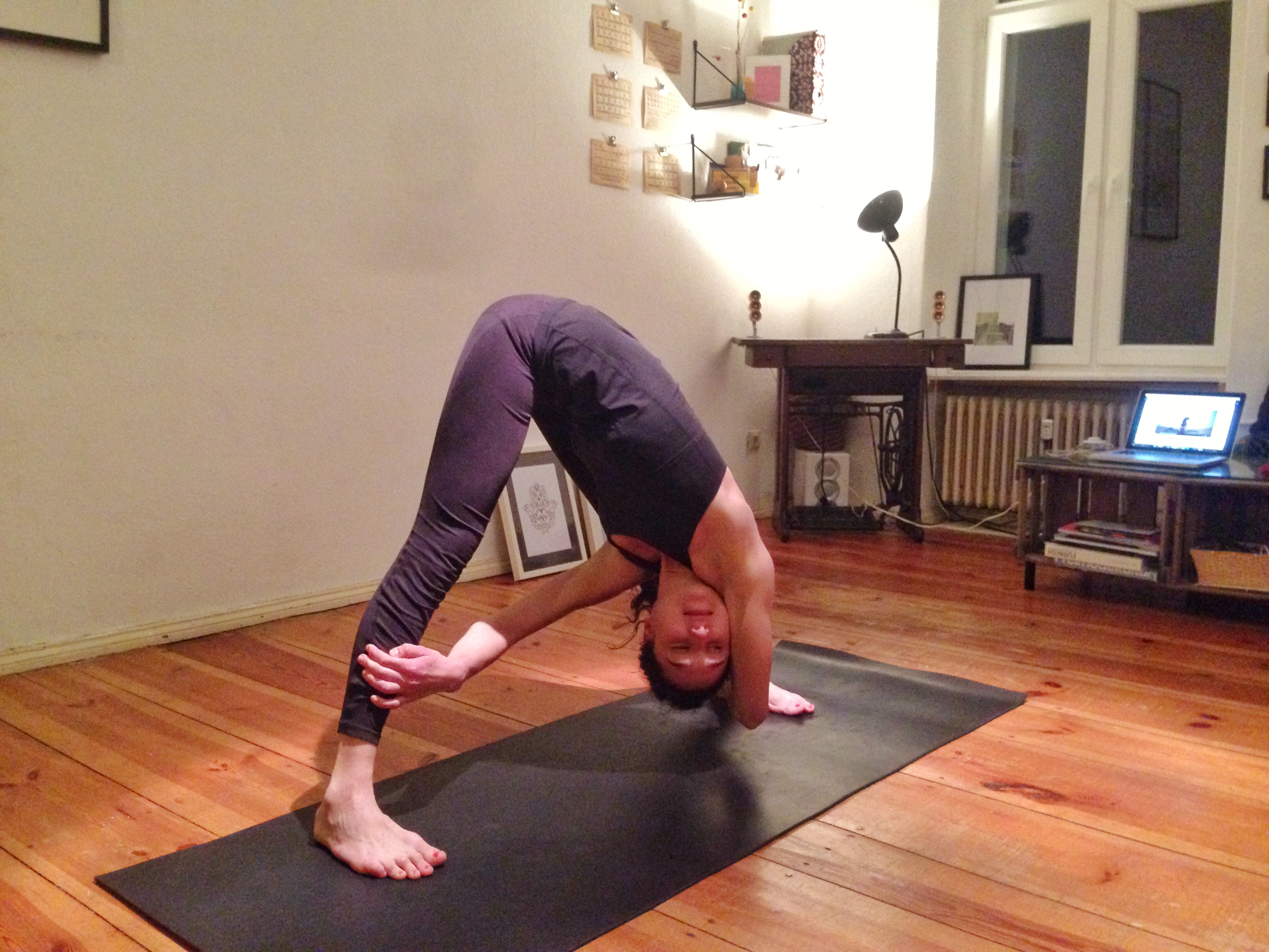 Pilates bei Yogaia - Live Online Yoga